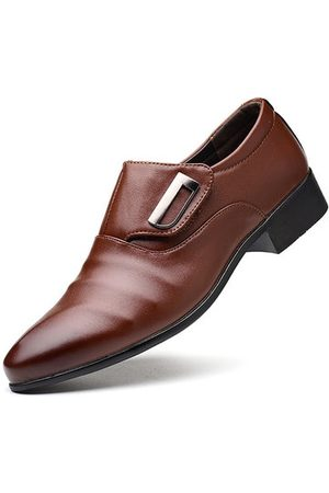 Newchic Men Large Size Metal Buckle Business Shoes