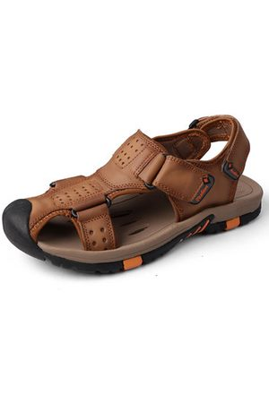 Newchic Men Cow Leather Anti-collision Toe Breathable Sole Sandals