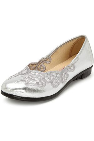 Newchic Flower Embroidered Slip On Flat Old Peking Casual Shoes