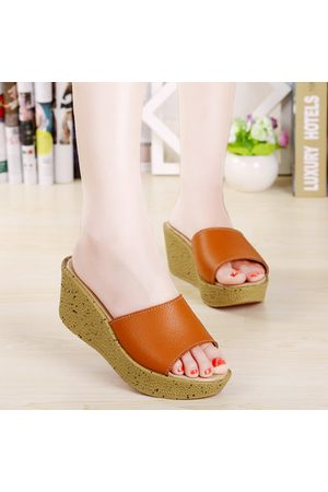 Newchic Leather Pure Color Peep Toe Slip On Beach Outdoor Platform Sandals