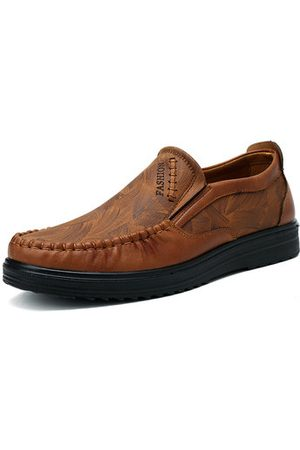 Newchic Men Large Size Leather Hand Stitching Soft Sole Casual Shoes