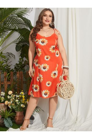 YOINS Plus Size Random Floral Print Shirring Self-tie Design Sleeveless Midi Dress