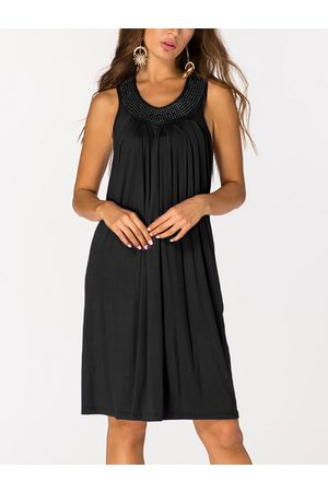 YOINS Beaded Details V-neck Sleeveless Pleated Dress