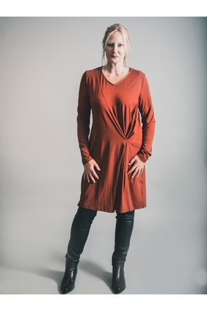 Elsewhere Clothing Women Casual Dresses - ELSEWHERE LONG SLEEVE SHIFT JERSEY DRESS SPICEY