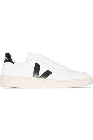 Veja Women Sneakers - V-10 leather low-top sneakers