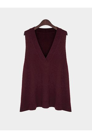 YOINS Plus Size Asymmetric Sleeveless V Neck Sweater In
