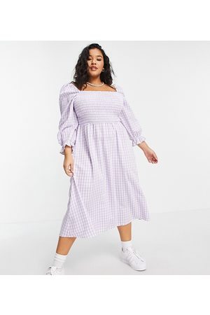 New Look New Look Curve gingham textured shirred dress in lilac