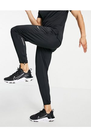 Nike Essential joggers in