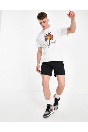 Mennace Oversized t-shirt in with photographic chest print