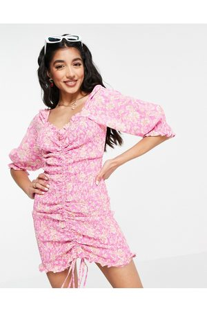 New Look Ruched mini dress with sweetheart neckline in floral