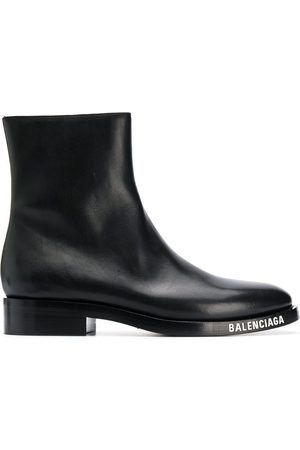 Balenciaga Men Ankle Boots - MEN'S 590717WA6F01000 LEATHER ANKLE BOOTS