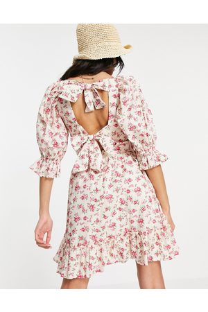 New Look Tie back shirred smock dress in floral