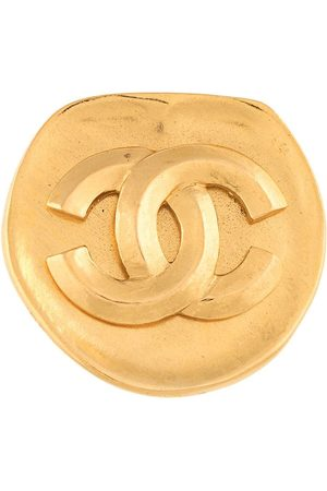 Chanel Pre-Owned 1996 CC logo rounded brooch