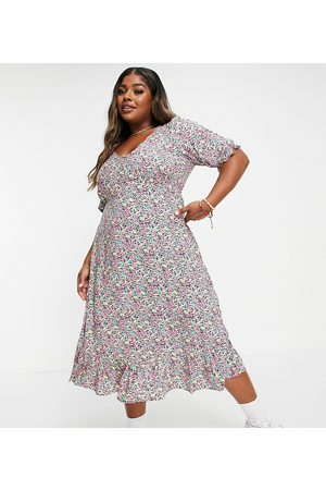 New Look New Look Curve floral v neck button 3/4 sleeve tiered midi dress in pattern
