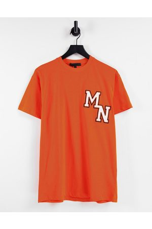 Mennace T-shirt in with collegiate embroidery