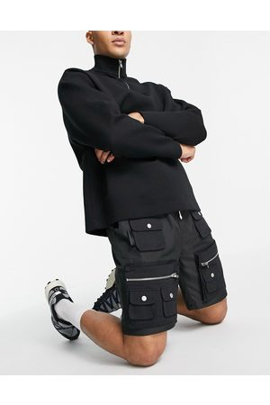 Mennace Cargo shorts in with 3D pockets