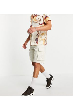 New Look Loose fit twill cargo shorts in stone