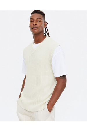 New Look Relaxed knitted vest in off