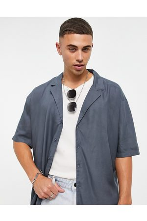 New Look Short sleeve shirt with deep revere collar in mid