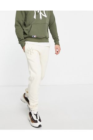 New Era New York Yankees relaxed fit joggers in beige