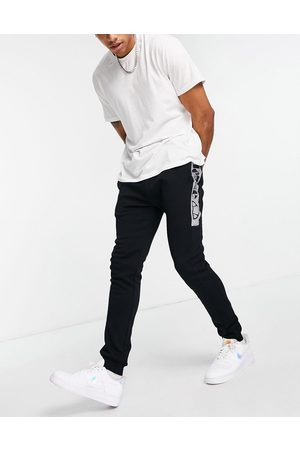 Ellesse Joggers with reflective branding in