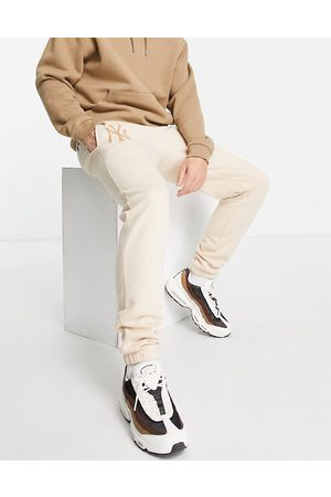 New Era New York Yankees relaxed fit joggers in cream